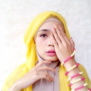 """""""sometimes you don't dream for things. You just let things work out by themselves and surprise you."""" - @88lovelife......#hijab #hijaber #yellow #fashion #blogger #lifestyleblogger #clozetteid #starclozette #likeforlike #like4like #diaryhijaber"""