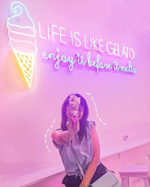 Cuteness overload @unforgettablecafegelato at @pvjofficial 🥰Bought this rum raisin gelato with cone for Rp. 35.000 and take some selfie wont hurt 😘P.S : #widyasibanyakmau edisi makan gelato ada di slide terakhir WKWK jati diriku yg sebenarnya kalau ketemu makanan / minuman yg manis2 🤣#widlimjajan #widlimjalan #bandungbeautyblogger #bandungbeautyvlogger #bandungfoodies #foodbloggerbandung #beautygoersID #hayuurangjajan #cafebandung #caferestobdg #ClozetteID
