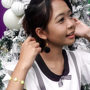 Smile even your heart hurt 😊 . Got this cute earrings and bracelet from @simicories , the prices are sooo affordable! Check 'em now 😍😘 . @beautygoers #nowyouSIMI #beautygoersxsimicories #beautygoersID #widlimselfie #widlimHR #Clozetteid