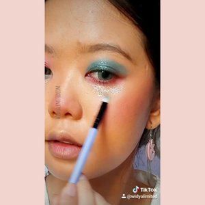 First time uploading my #tiktokbeauty ! Hope you like it 🥰Follow me on Tiktok : widyalimited and on instagram : @widyalimitedcom 😘By the way, this is a recreate makeup cc @veroonicaong 😍#tiktokchallenge #tiktokindonesia #tiktokbeautycreator #widlimontiktok #clozetteid