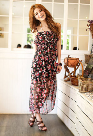 Internet Inspiration - Flowery sundress perfect for afternoon gatherings.