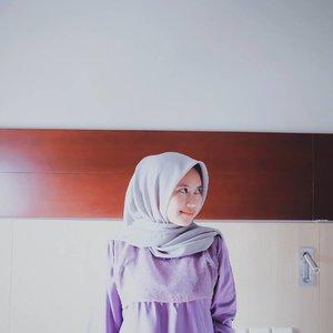 "GIVEAWAY ❗❗ Nggak nangka, kita sudah memasuki 10 hari terakhir di bulan ramadhan. Alhamdulillah ya!!! .Masih pada semangat kaan puasanyaa??? Naah biar tetep semangat puasa nyaa, mahan mau bagi bagi hijab gratis. .Gimana caranya? 1. Follow instagram@ismahanchrnns @chaerunnistore dan @mahan.id3. Post foto di instagram dengan menggunakan produk ""Mahan"" label (Boleh Hijab atau baju) jangan lupa mention + tag foto nya ke 3 akun diatas dengan hashtag#rayawithmahan #mahanhonestreview #giveawaymahanFoto yang di post di instagram adalah yang di post pada 31 Mei 2019 - 29 Juni 2019.3. SPAM Likes sebanyak banyaknya dari 3 akun diatas (akan menjadi penilaian plus). 4. Isi dikolom komentar kira kira video apa yang kalian mau aku buat untuk di youtube channel aku.5. Foto yang menarik dan mengikuti rules akan memenangkan:Hijab Segi empat Organza dott + Gelang dari @tanganmanis untuk 3 OrangHijab Segi empat Polycotton untuk 3 OrangJadi 6 orang yang beruntung akan mendapatkan item cantik dari aku.Yuk, ikutan.Ditunggu yaaa sunshine, - mahan#clozette #clozetter #clozetteid #clozettedaily #giveaway #minigiveaway #mahan #mahanhijab"