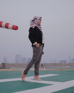 We can't direct the wind but we can adjust sails. . . .Selamat bekerja kembali!Captured by : @marchygabe . . #mahanwanderdiary #clozette #clozetteid #clozettedaily @clozetteid@duahijabtrans7 #HOOTD #HOOTDDuaHijabTrans7 #DuaHijabTrans7 #HOOTDDuaHijab #duahijab #HOTDDuaHijabTrans7#ootd #outift #outfitpost #outfitoftheday #todayoutfit #ootdmagazine #fashion #supportlocalbrands #vscocam #vsco