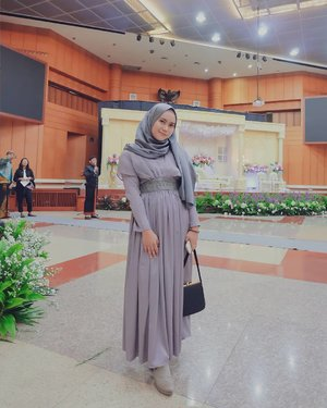 Total look as a bridesmaid for @hnftzhr 's wedding reception. - Makeup by me.Pasmina platinum silk by @mahan.id - - - . . . -#clozette #clozetteid #clozettedaily #clozetter #random #throwback #clozetteIDPOTW @clozetteid