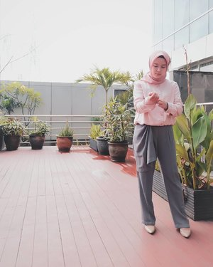 Biar tetep produktif, ngepost foto dulu selagi nunggu di TPS 🤭 . .Dusty Pink polycotton square : @mahan.id .#mahan  #mahanwanderdiary #clozette #clozetteid #clozetter #clozettedaily@duahijabtrans7 #HOOTD #HOOTDDuaHijabTrans7 #DuaHijabTrans7 #HOOTDDuaHijab #duahijab #HOTDDuaHijabTrans7 #terfujilah #fujifilm #gofujifilm #ootd #outfitoftheday #vscocam #vscofilter