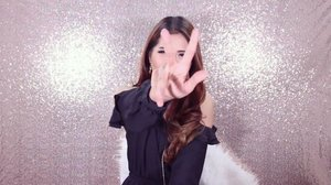 """[GIVEAWAY ALERT] 💎ENDS 13 AUGUST💎 Covermark Moisture Veil LX , powder foundation yang gak cakey, malahan semakin lama dipakai semakin meresap di kulit💖💖💖 nah untuk kalian yang pingin coba produk covermark, ada SPECIAL PACKAGE dari Covermark untuk kamu 1 followerku yang beruntung😙😙 Syaratnya :  1. Regram video ini / post screen capture video ini, boleh post sebanyak2nya, mention 3 temen kamu untuk join, dan kasi hashtag #PuspitaXCovermark  #BeautynesiaXMVLX #BeautynesiaXCovermark #BeautynesiaMember  2. Like video ini, follow instagram aku dan @covermark_id + Follow Facebook Covermark Indonesia, karena starting next week akan banyak special promo loh so stay tune  3. Subscribe youtube channel aku (click link di bio)  4. JANGAN PRIVATE instagram kamu selama give away berlangsung  5. Comment """"DONE"""" di bawah . . . 💖hadiah harus diambil di counter Covermark Seibu GRAND INDONESIA JAKARTA (boleh diwakilkan dengan menyertakan bukti email dan KTP) pemenang aku pilih RANDOM (make sure hashtagnya bener ya) dan aku umumkan tanggal 14 Agustus💖 . . 💋untuk kalian yang tinggal di luar Jakarta dan takut ga ada yang bisa wakilin untuk ambil, don't worry babyy! kalian masih bisa join, nanti aku urusin dengan senang hati untuk kamu💋  @beautynesiamember @beautynesia.id #ivgbeauty #indobeautygram #clozette #clozetteid #covermark #beautyjunkie #beautyjunkies #instamakeupartist #makeupporn #makeuppower #beautyaddict #fotd #motd #eotd #makeuptutorial #beautyenthusiast  #makeupjunkie #makeupjunkies #beautyvlogger #wakeupandmakeup #hudabeauty #featuremuas #undiscovered_muas"""
