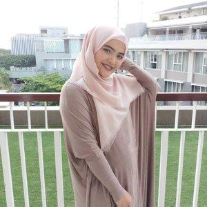 Weekend sore udah siap2 #iftar sama siapa nih? . Kalau buat #busui pasti cari baju dan #hijab yang nyaman. #busuifriendly deh pokoknya. . Biar siap #mengASIhi kapan aja dimana aja. Setuju gak? . Hijab dari @kudungin.id Is on fleek deh pokoknya 💕. Baju busui adem dari teh @iymelsayshijab.id #tapfordetails . #ClozetteID #weekend #hotd #potd #momlife #potd #Ramadhan