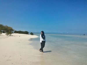 happiness is a day at the beach#beach #happiness #vacation #holiday #whitesands #bluesea #ootd #hotd #hijab #ClozetteID #latepost