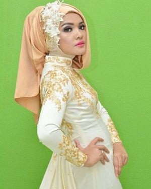MUA: @sophie_queensha Photographer: @fotoartfor business inquiry @mulia_inc#nofilter #nofilterneeded #closeup #ClozetteID #bride #white #muslimahbride #modelhijab #models