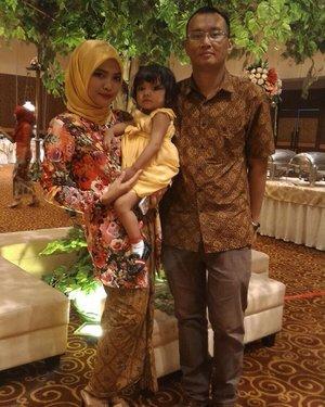My little family.  #family #momnkids #kebaya #kutubaru #hijab #ootd #hijabootdindo #ClozetteId #latepost #bridesmaid