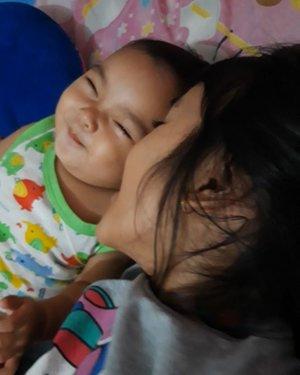 Malam takbiran, ditutup dengan senyum manis dua bocah..1 bulan #ramadhan gak berasa; tau2 udah #lebaran semoga kita dipertemukan dengan ramadhan berikutnya..mohon maaf lahir dan bathin..selamat idul fitri 1440H.My #moodbooster #AlikaCelina dan #AairaFahima .#ClozetteID #videolucu #baby #bayilucu #momlife #mommyandme #vidgram #indovidgram #cute