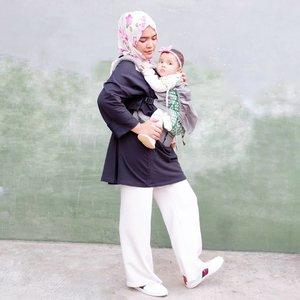 Muka #AairaFahima terpaksa diajakin #ootd sama ibu..Ootd perdana pake sepatu hadiah mama mertua,makasih banyak Ma @mies710.#tapfordetails .#ClozetteID #mom #style #potd #hijab #busuifriendly #boba4G #gucci #momlife ..#OOTDLebaranPakaiISH #NoApronClub #AntiRibetClub
