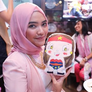 "My wonder woman pillow for ""Yayasan Pita Kuning"" at Ramadhan #CantikDariHati  Gathering with @clozetteid and @wardahbeauty 📸: @gabriellamadhea  #ClozetteID #ClozetteIDXWardah #wonderwoman #POTD #galgadot #pillow #wonderwomancushion #dolls #instakids #photooftheday"