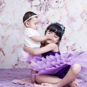 "Sisters 💜💜💜.Love and hate relationship 🤣.Celina yang cinta sama adek, Aaira yang juga sayang sama kakaknya. TAPI super iseng sama si kakak😂.Kadang celina sabar kadang gak sabar 😂📷 : ""sweetheart"" by @nurullnoe .#ClozetteID #sisters #AlikaCelina #AairaFahima #purple #babyphotography #sisterhood #momlife #potd #mommyandme"