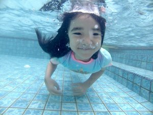 Happy Weekend 💃.#ClozetteID #AlikaCelina #swimming #swim #weekend