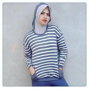 Biar gak bosan skali kali gak apalah ya share foto gini (maafkan kesongongan poseku). Happy Weekend Alls...jangan lupa bahagia hari ini 💕💕...#pose#fashion#style#hijab#hijabstyle#hijabfashion#ootd#ootdindo#hijabootd#instahijab#worldhijab#hijabers#fashionmuslimah#fashionmuslimahmodern#hoodie#sweater#sweaterhoodie#knite#knited#grey#greyfashion#zine#finemeonzine#myzinemediakit#contenmarketin#instagrammarketing#brandbacker#influencer#igers#clozetteid