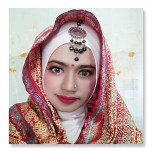 Sebenarnya aku tuh bukan tipikel orang yang pedey pake softlens dengan warna terang soalnya udah terlalu nyaman sama yang warnanya soft soft gitu tapi...biar matching sama tema  dandanan nya yang ala ala Bollywood gini, ya udahlah diberaniin buat pake softlens dengan paduan warna hijau ke abu abuan ini 😀😀.#freshkonsharexfollow#freshkonindonesia ....#softlens#makeup#bollywoodmakeup#beautyblogger#HijabBlogger#beautyenthusiast#Clozetteid#Qupas#LemonSquad#Bloggirsid