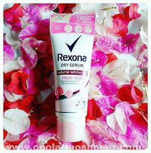 Gaiz...btw kelean udah pada taulah kalo @rexona_id meluncurkan produk deodorant terbaru yang diberi nama Rexona Natural Whitening Dry Serum.Dari 3 varian yang mereka punya aku tertarik buat nyobain varian Fresh Rose 🌹 & kebetulan aku udah pake ini hampir 5 bulanan gitu.Dan ulasan selengkapnya udah aku buatin diblogku. So...buat yang penasaran sama hasilnya kek apa diketiku? Cus kepoin blogku di www.coolatmoshpeer.com atau bisa klik link blog on my bio ⏫..#blogupdate#beautybloggerindonesia#hijabbloggers#bloggirlsid#clozetteid ..#rexona#rexonadryserum#deodorant#armpit#whitening