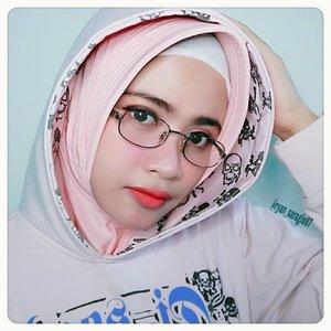 Nyisir, nyinyir & nyindir kegiatan yang punya satu persamaan, yaitu sama sama butuh kaca ◻ ..Setuju gak kelean gaiz? ..#clozetteid#beautyhijabers#hijabers_indonesia#quotes#happyniceday