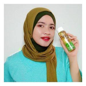 Awalnya aku keracunan sama produk skincare dari brand @npureofficial setelah kepoin review dari salah satu temanku dan aku paling penasaran dari Centella Asiatica Series. Alhamdulillah, finally aku bisa nyobain Facial Tonernya..Jadi N'Pure Centella Asiatica Facial Toner ini punya kandungan Real Centella Leaves, Green Tea, Mix Fruits Extract, Niacinamide serta Tranexamic Acid yang berguna membersihkan wajah dr sisa kotoran, mencerahkan, merawat kulit berjerawat, menyegarkan dan bantu melembabkan serta melembutkan. Diwajahku yang oily & acne prone, toner ini sukses membuat jerawat jadi lebih kalem, wajah tetap lembab, mampu mengontrol minyak tapi gak bikin kulit jadi kering dan gak menimbulkan efek negativ sama sekali..Nah...disini aku juga sekalian mau ngajakin kalian untuk ngevote N'Pure di Female Daily Best Of Beauty Awards 2020 dalam 5 kategori ( Best Hydrating Toner, Essence, Facial Wash, Soothing Treatment) dan Best In The Industry (Brand Lokal) di  awards.femaledaily.com.Buat kalian yang udah vote jangan lupa kirimkan ss vote kalian via wa 0812-9292-2872 (sita) untuk dapetin diskon 30% tanpa min purchase. .Yuks...buruan vote sekarang 😉.#BloggirlsidxNpure #Bloggirlsid #NPure.#Clozetteid#PureBeautyInNaturalWay#Skincare#Toner#Cica#스킨케어#토너#페이스#블로커#뷰티블로거#뷰티스타크램#일상스타크램