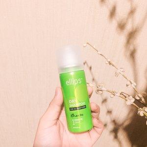 Siapa yang gatau produk ini? Yes! Ini Ellips Dry Shampoo yang bikin rambut anti lepek dalam 1 menit. Gampang banget dipakenya. Tinggal semprot, pijat lembut dan sisir terus kamu udah #hairreadytogo