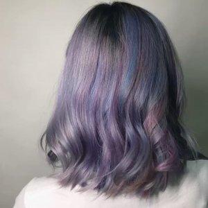 Ketika kangen warna rambut yg sudah tak seperti ini..... Thank you @alui.salon . #ibv #ibvlogger #indobeautygram #ivg #ivgbeauty @indovidgram @indobeautygram #hudabeauty #clozette #clozetteid #undiscovered_muas #make4glam #wakeupandmakeup #hairdentity #hair #unicornhair #pastelhair #greyhair #guytang #aluisalon #purplehair