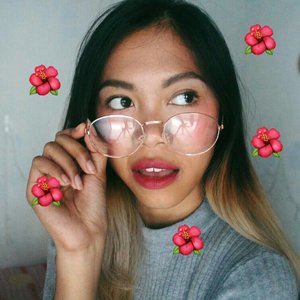 I swear you guys who have natural tan skin, would love this makeup🍇🍇 (mini video tutorial on the previous post) Natural (not so) no makeup-makeup look. For me, being natural is about being confident in what we wear💪 and most importantly, we have to be happy of who we are🌹🌹🌹 . Deets: @utamaspice Lip Balm @absolutenewyork_id HD Flawless primer @lagirlindonesia Pro HD concealer creamy beige + pure beige @wetnwildbeauty ultimate brow kit It's skin macaroon blusher @colourpopcosmetics super shock blush - Never been kissed @maybelline hypercurl mascara @f2f.cosmetics xoxo matte lipstick - peanut butter @nyxcosmeticsindonesia liquid suede - cherry skies .  #tribepost #bandungbeautyblogger #ivgbeauty #indobeautygram #indonesianbeautyblogger #beautybloggerindo #beautybloggerindonesia #indobeautyvlogger #indobeautyblogger #beautyblogger #indonesianfemalebloggers #bloggerceria #bloggerceriaid #clozetteID #wakeupandmakeup #makeuptutorial #fakeupfix #muasfeaturing #beautyandhairdiaries #nyxcosmeticsID