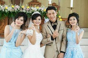 #MyFamilyPicKalo di Korea artinya LOVE.Tapi kalo suamiku bilang MINTA DUIT 😄..Gpplah yang penting bagus fotonya 😄😄.#ClozetteStar #ClozetteID #familypic #Wedding #holymatrimony