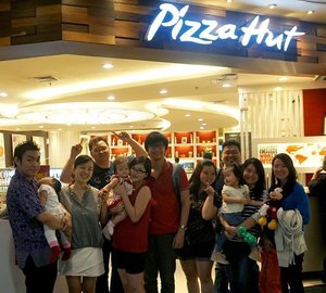 #latepost #myholiday #withmyfriends #clozettestar #clozetteid #pizzahut #meetup