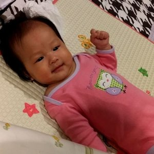 Diajak tidur malah ngajak ketawa malem-malem 😄Ur so cute my little princess @elora_wonoadi 😘#clozettestar #clozetteid #clozettedaily #mybabygirl #mylittleprincess #prettygirl