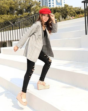 👒 Hats off to those people who would rather look up to their own progress and hard work than the concept of child prodigy, the luck and how it seems. #EAYwords  Btw, newsboy hat is a must-have item lately, you can pair it up with blazer and jeans to make it in harmony 👌  #amelitareviews #amelitareviewsbeauty