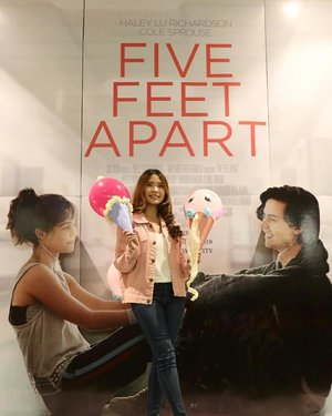 👀It's such a great experience to be able to watch the screening of Five Feet Apart.Never expect the moral story would be this deep. I felt like I didn't even blink while watching 😂 I think this movie tells us much about life, where it's not also serious that it puts some little fun inside.Anyway, as you might run out of tears, don't forget to touch up your make up. I choose to have these from @absolutenewyork_id to do its job so my face becomes feesh and glowing again 💕ANYWAY, DON'T FORGET TO WATCH THE FILM! IT'S TOMORROW! (ps. I'm sure you won't regret it 😎) @clozetteid#FiveFeetApart #ClozetteID #AbsoluteNewYork #AbsoluteNewYorkID