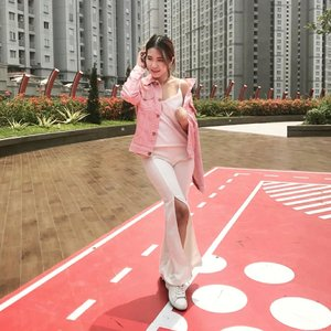 Things might happen as what you didn't expect at the first place, but it's not a matter of where you're born, but where you stand after choose to fight for your dream. #EAYwords  Btw, I really love this pink outer from @jessa.collection, it's comfy and the material is gewd 😍  #amelitareviews #amelitareviewsfashion