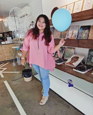 Pretty in pastel colors . . . . . Attending @clozetteid Surabaya Gathering With FreshLook. 📷: @mgirl83 #FreshSelfieLooksSBY #ClozetteID #FreshlookID #potd #ootd #pastelcolors #pink #balloons #🎈