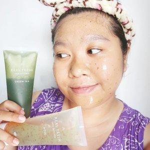 My current fave product! @altheakorea x Get It Beauty Real Fresh Skin Detoxer! Kalian sekarang bisa maskeran cuma dengan 10 detik aja. Masker ini juga bakalan berubah jadi foam begitu dibilas. Super praktis. Kulitku beneran jadi segar, lembut dan pori jg mengecil. Review lengkap sudah ada di blog aku yah. 👌👌👌#altheaangels #AltheaKorea #skindetoxer #skindetox #althearealfreshskindetoxer #Clozetteid #facemask #kbeauty #koreanfacemask #sbybeautyblogger #sbbreview