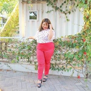 Pake celana ngejreng? Syapa takot. 💁💕Apakah aku sudah bak member SNSD pake celana warna warni? Gee gee gee gee baby baby baby~#shoxsquad #Clozetteid #clozetteootd  #ootdbigsizeindo #fashion #cute #ootdplussize #ootdcurvy #ootdplussizeindo #curvy #clozetteid #blogger #bblogger #beautyblogger #surabayabeautyblogger #sbybeautyblogger #curvygirl #plussize #endorsementindo#endorsement #bodypositive #celebratemysize #ootdindonesia #ootdindo #curvystyleideasid #influencersurabaya #beautyhasnosize #missbbwindonesia #ootdredhacs #redhacsmixnmatch