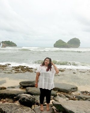 Lemme savour all the sea salt and become the saltiest person in the world.  #vacation #beach #pantaiguachina #pantaigoachina #holiday #malangtrip #ClozetteID #wisatamalang #malang #family #friendship