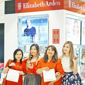Thank you @beauteous_you for inviting us. Having so much fun at Elizabeth Arden store visit today! They have wide range selections of skincare, make up and perfumes! I tried Elizabeth Arden Superstart Skin Renewal Booster that could be used as moisturizer and primer at the same time. It's super hydrating and create a smooth canvas before applying make up. Also tried Elizabeth Arden Beautiful Color Luminous Lip Gloss which is super pigmented for a lip gloss, they have 8 shades from neutral to bold red.  @beauteous_you also having a huge promo today! 50% off and buy 1 get 1 for selected items! Go grab yours at nearest Sogo Department Store!  #elizabetharden  #beautybloggerid #beauty #beautybloggersurabaya #tutorial #cutemakeup #clozetteid  #beautyblogger #beauty  #indonesian #bblogger  #instamakeup  #instabeauty  #beautybloggerid #beautybloggersurabaya #surabayabeautyblogger