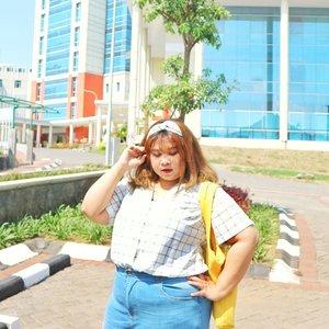 Style up with matching bandana and shirt! Grab yours @bodybigsize ! Cepetan sebelum sold out. 💁✨ OOTD Details Amya Shirt (bonus matching bandana!) @bodybigsize Aera Jeans @bodybigsize White sneakers @pvnshoes Yellow bear tote bag @minette_id  #shoxsquad #Clozetteid #clozetteootd  #ootdbigsizeindo #fashion #cute #ootdplussize #ootdcurvy #ootdplussizeindo #curvy #clozetteid #blogger #bblogger #beautyblogger #surabayabeautyblogger #sbybeautyblogger #curvygirl #plussize #endorsementindo #endorsement #bodypositive #celebratemysize #ootdindonesia #ootdindo #curvystyleideasid  #influencersurabaya #beautyhasnosize #missbbwindonesia #ootdredhacs #redhacsmixnmatch