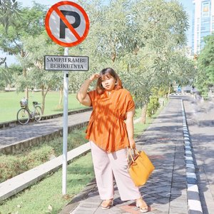 When you have meeting at 8 but must stroll the mall at 10. . . Wearing Brick Salome Top from @plusbylabel8  Plus by label8 is the newest launch and also part of @label8store that focusing on plussize clothing. So, if you see for more plussize clothing choices, you definitely need to check out @plusbylabel8  They carry so much option from casual to formal attire. Congrats for your launch @plusbylabel8 💕  #Clozetteid #clozetteootd  #ootdbigsizeindo #fashion #cute #ootdplussize #ootdcurvy #shoxsquad #ootdplussizeindo #curvy  #fashionaddict #fashionstyle  #curvygirl #plussize #endorsementindo #endorsement #bodypositive #celebratemysize #ootdindonesia #ootdindo #curvywomanindo  #influencersurabaya #beautyhasnosize #missbbwindonesia #ootdredhacs #redhacsmixnmatch