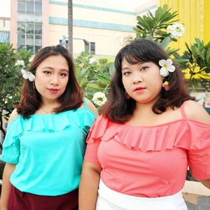 We are ready for spring! 🌸🌺🌸🌺🌸🌺 Me and @reginapitupulu wearing Such a Tease top from @koozel.id in Salmon and Tosca.  Flowy materials, flirty details and fun colors are perfect spice up your spring time.  #endorsement #endorsementid #endorsementindo #endorsersby  #ootd #ootdbigsize #ootdbigsizeindo #fashion #cute #ootdplussize #ootdcurvy #ootdplussizeindo #ootdbigsizeindo #curvy #clozetteid #blogger #bblogger #beautyblogger #surabayabeautyblogger #sbybeautyblogger #curvygirl #plussize #bodypositive #celebratemysize #ootdindonesia #ootdindo #curvystyleideasid  #influencersurabaya #beautyhasnosize
