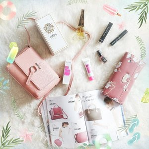 What's inside @sophie.paris.id goodie bag! It's actually a goodie box because it was so huge that it feels like birthday. There are Karen Bag, Jasmine Wallet, Eiffel eau de Parfum, Pro Matte Lipstick, Magic Pink Blackhead Nose Mask and Paint & Peel Nail Polish. Thank you so much for inviting us @sophie.paris.id !!! #sophieregcon2018 #sophieparis #daretochange #d2csurabaya #ClozetteID #beautyblogger #beauty  #indonesian #bblogger  #instamakeup  #instabeauty #beautybloggerid #beautybloggersurabaya #surabayabeautyblogger #eventsurabaya #eventsurabaya2018