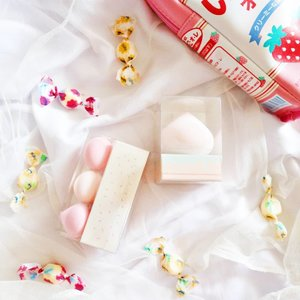 What are those? Candy? Marshmallows? Nope! It's @altheakorea A'bloom Meringue Puffs! These puff are super bouncy and blend you foundation flawlessly. Kindly check my blog for the full review 🍭🍭🍭 #AltheaKorea #AltheaAngels #altheaabloom  #skincare #skincarereview #ClozetteID #beautyblogger #beauty  #indonesian #bblogger  #instamakeup  #instabeauty #beautybloggerid #beautybloggersurabaya #surabayabeautyblogger