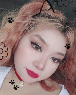 Maap fotonya kurang berkualitas dan ada filternya, karena pas dandan ini batere kameraku abis.. jd foto foto pake hape. . . So, inspirasi ku tuh dua boneka Bratz di slide kedua. Aku gabungin jd gini deh.  #bratz #bratzdolls #bratzaesthetic #bratzchallenge #makeup #makeuplooks #cute #dollymakeup #Clozetteid