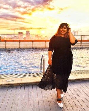 I smiled in most of my ootd pic but not in real life. Hahahaha#Clozetteid #clozetteootd  #ootdbigsizeindo #fashion #cute #ootdplussize #ootdcurvy #ootdplussizeindo #curvy #clozetteid #blogger #bblogger #beautyblogger #surabayabeautyblogger #sbybeautyblogger #curvygirl #plussize #endorsementindo#endorsement #bodypositive #celebratemysize #ootdindonesia #ootdindo #curvystyleideasid #influencersurabaya #beautyhasnosize #missbbwindonesia #curvywomanindo #ootdredhacs #redhacsmixnmatch