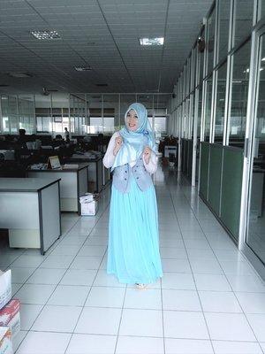 Ngantor di hari sabtu dgn pakaian bebas, mendorong diri untuk selalu menyesuaikan dan mencocokkan pakaian. #hijabku ^_^