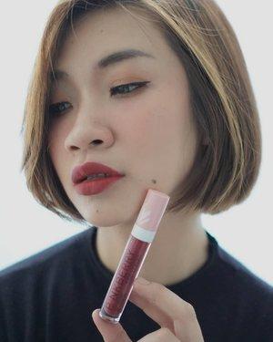 Udah tau belum Alfamart keluarin brand kosmetik lokal @pinkberrybeauty ? Dan ini adalah salah satu shades dari lip creamnya, aku suka banget sama teksturnya matte tapi ga buat kering, dan pilihan warnanya juga banyak.  Btw ini uda aku review lengkap di channel youtube aku beserta produk lainnya, link ada di bio aku  https://youtu.be/N6hoTMTLafU  #shantyhuang #beauty #beautyblogger #beautyvlogger #pinkberrylipcream #pinkberryalfamart #Clozetteid #Clozettedaily #instagood #instadaily