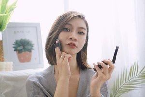 Yuhuu pecinta cushion mari mampir..  Aku mau share 5 cushion favorite aku dengan best coverage yang cocok banget untuk oily skin dan tahan lama.  Mampir yuk ke channel youtube aku,link ada di bio  https://youtu.be/GwzvmMuozjk   #shantyhuang #beauty #makeup #selfie #beautyblogger #beautybloggerindonesia #beautyandhairdiaries #tampilcantik #love #koreanmakeup #jakartabeautyblogger #clozettedaily #clozetteid