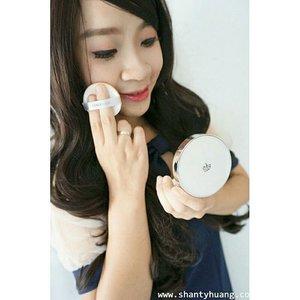 Cari foundation dengan tekstur ringan,mengontrol minyak di wajah,mencover noda dan mudah di bawa ke mana aza? The face shop oil control water cushion ini jawabannya Cek reviewnya di blog aku http://www.shantyhuang.com/2015/10/review-face-shop-oil-control-water.html?m=1#more #shantyhuang #shantyhuangreview #review #thefaceshop #cushion #oilcontrol #korean #makeup #skincare #love #uljjang #blogger #beauty #beautyblogger #clozetteid #clozzettedaily #instapicture #instalike