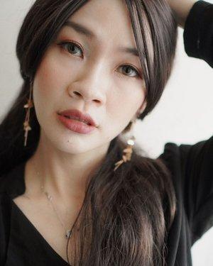 Kdrama Makeup Inspired❤️❤️  Suka banget dengan style dan makeup Ko Moon Yeong, tapi mah lebih suka liat akting dan senyumnya Gang Tae lelaki 2,4M itu suka bikin senyum gemes dan nangis sendiri😀😀  #shantyhuang #komoonyoungmakeup #selfie #selca #koreanmakeup #komoonyoung #beauty #beautybloggers #makeupinspiration #clozetteid #clozettedaily